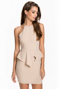 NLY ONEASYMMETRIC PEPLUM DRESS399.- NELLY.COM KÖP HÄR