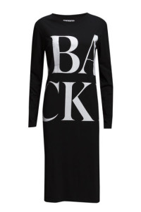 BACKSCRABBLE LOGO DRESS 995.- BOOZT.COM KÖP HÄR